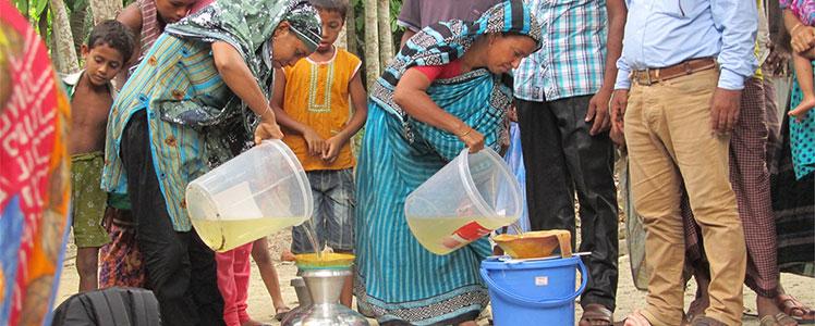 2015-drinkable-book-bangladesh